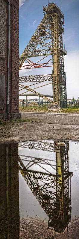SpiegelTurm // WORKED-OUT AUF-KOHLE Industrie-Nachbarn // Neukirchen-Vluyn Ruhrgebiet // 2014 // L 59,6 x 180 cm - 46,3 x 140 cm - 33,1 x 100 cm